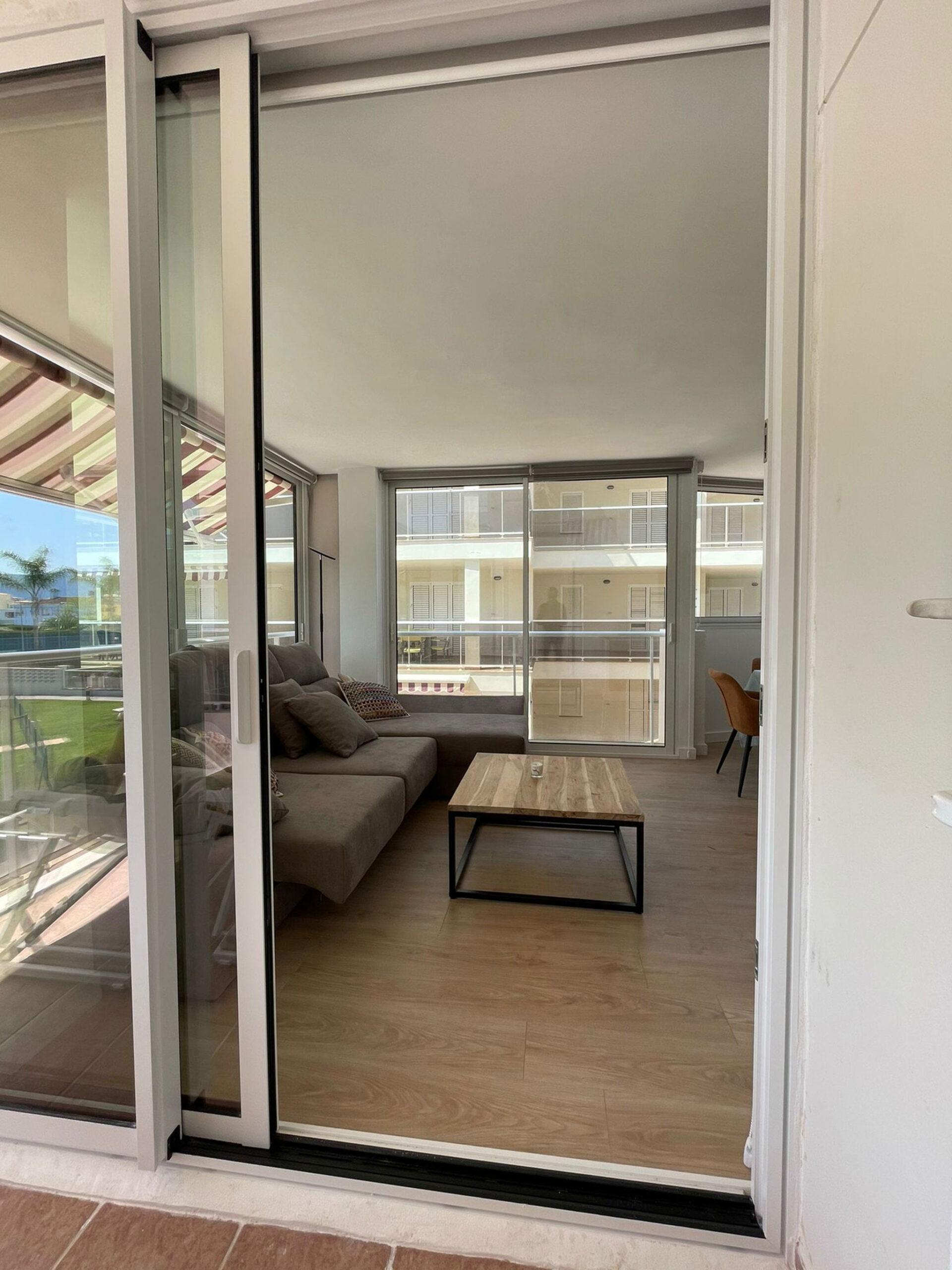 Puertas correderas de balcón en Dénia – Hermética