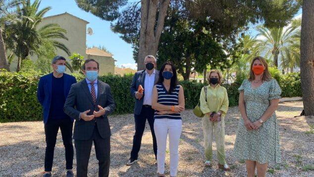 Imagen: Reunión de Ciudadanos con el empresariado de la Marina Alta, con Tony Woodward, izquierda, Ruth Merino, centro, y Susana Mut, derecha