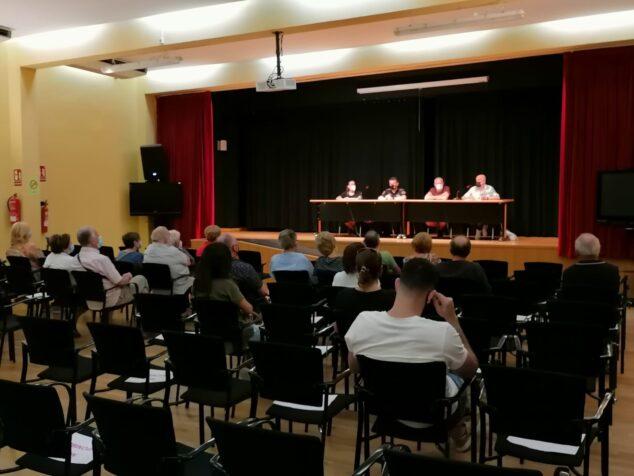 Imagen: Reunión del Ayuntamiento con los propietarios de Les Rotes