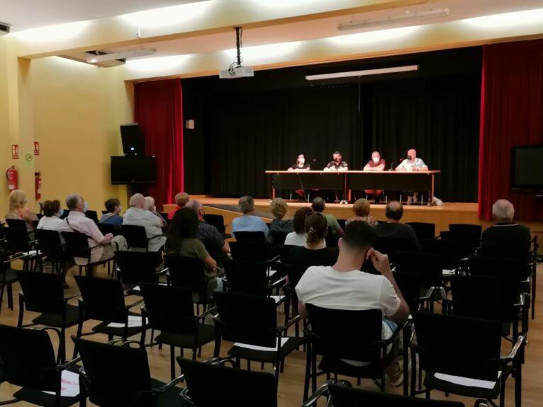 Reunión del Ayuntamiento con los propietarios de Les Rotes