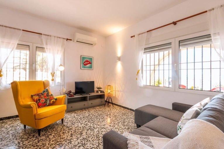 Salón en una casa de vacaciones para ocho personas en Dénia - Aguila Rent a Villa