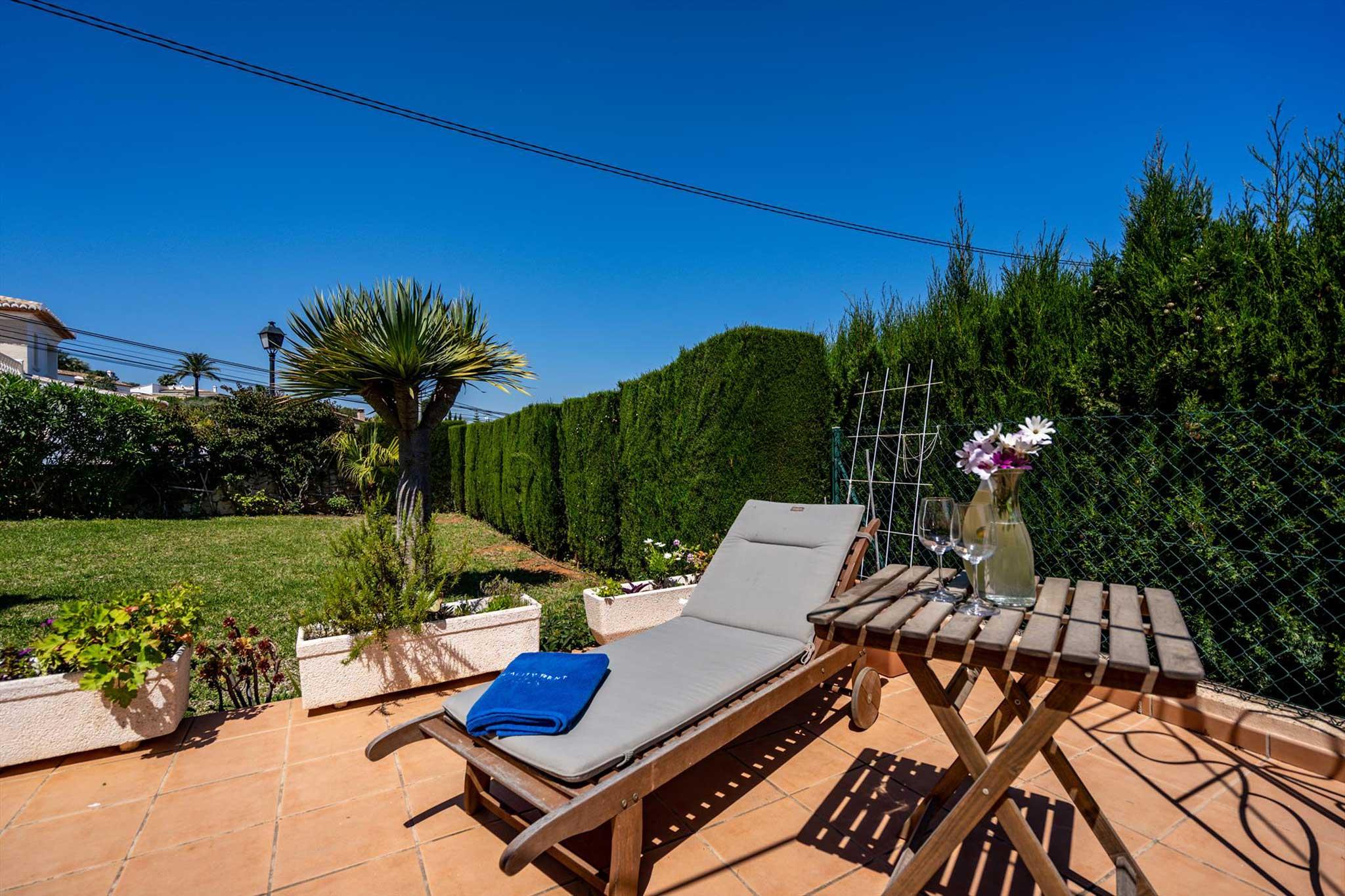 Casa con jardin en Denia – Quality Rent a Villa