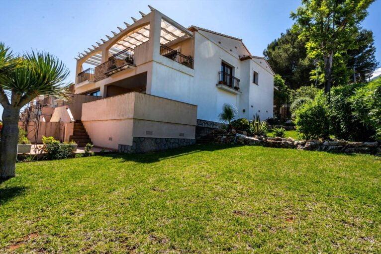 Casa con jardin privado Denia - Quality Rent a Villa