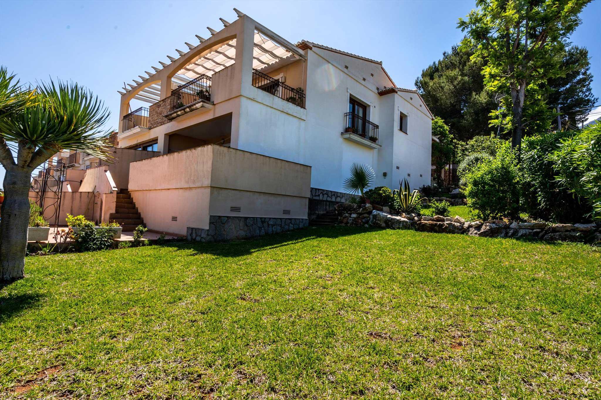 Casa con jardin privado Denia – Quality Rent a Villa
