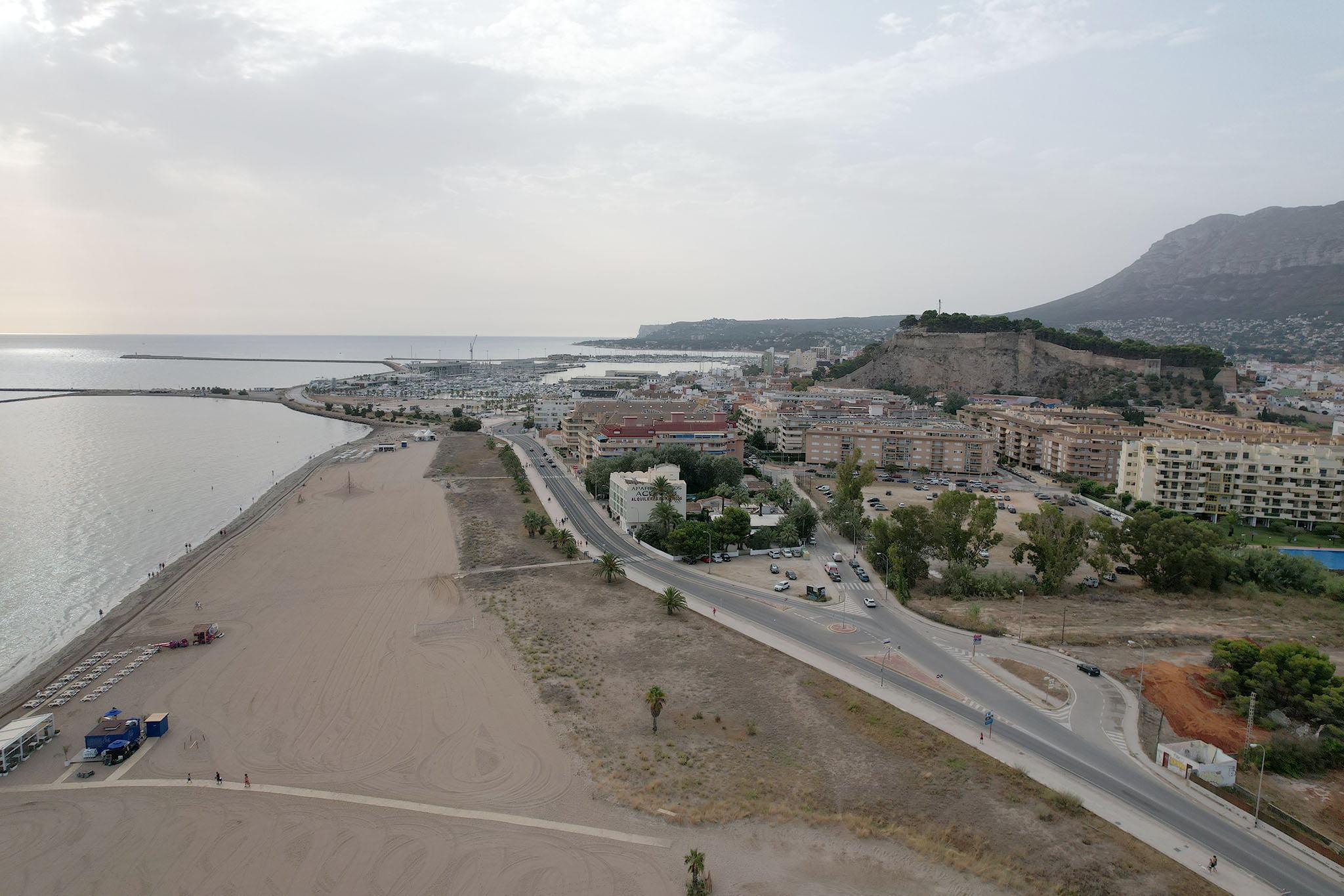 El Raset es la playa más próxima al casco urbano de Dénia