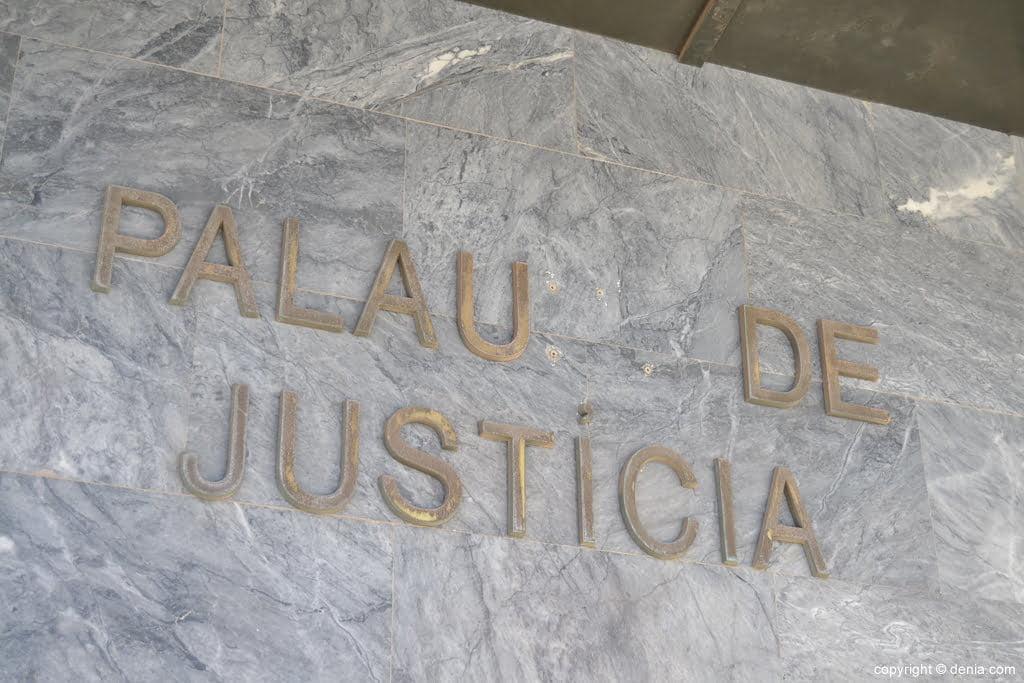 Entrada del Palau de Justicia de Dénia