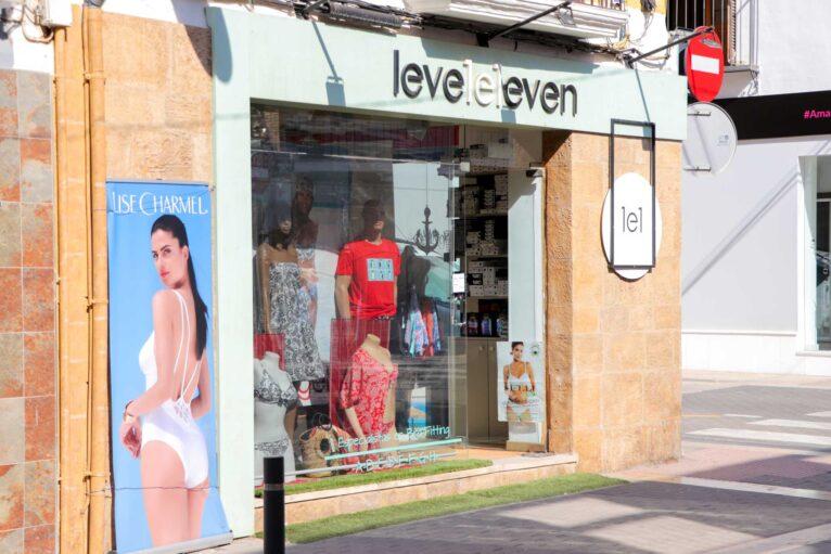 Fachada tienda de ropa de baño Leveleleven