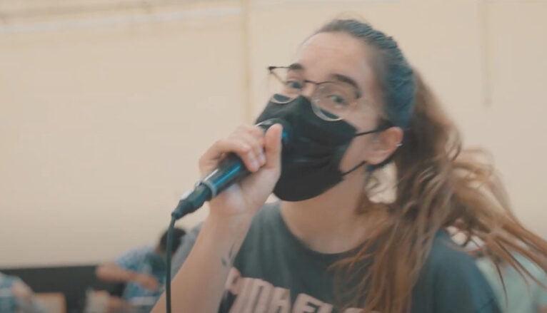 Fotograma de la canción Saturday