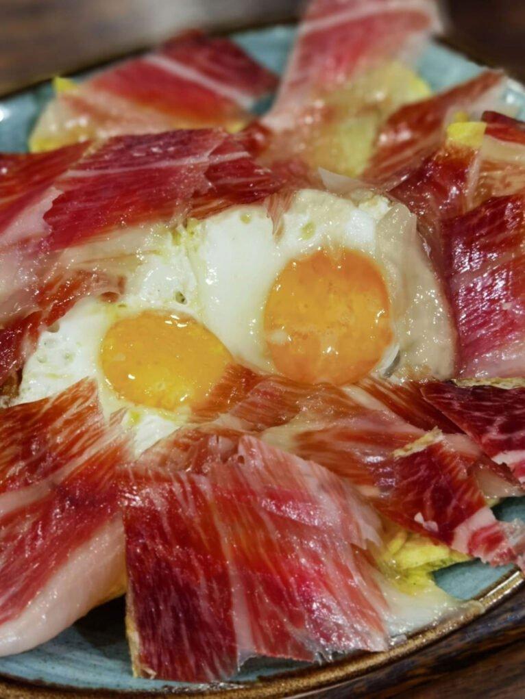 Huevos rotos con jamon denia la cuina de pep