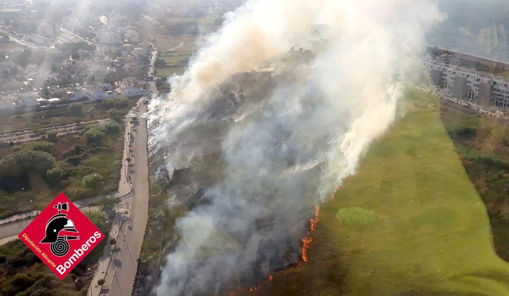 Incendio en el km 10 de Les Marines de Dénia