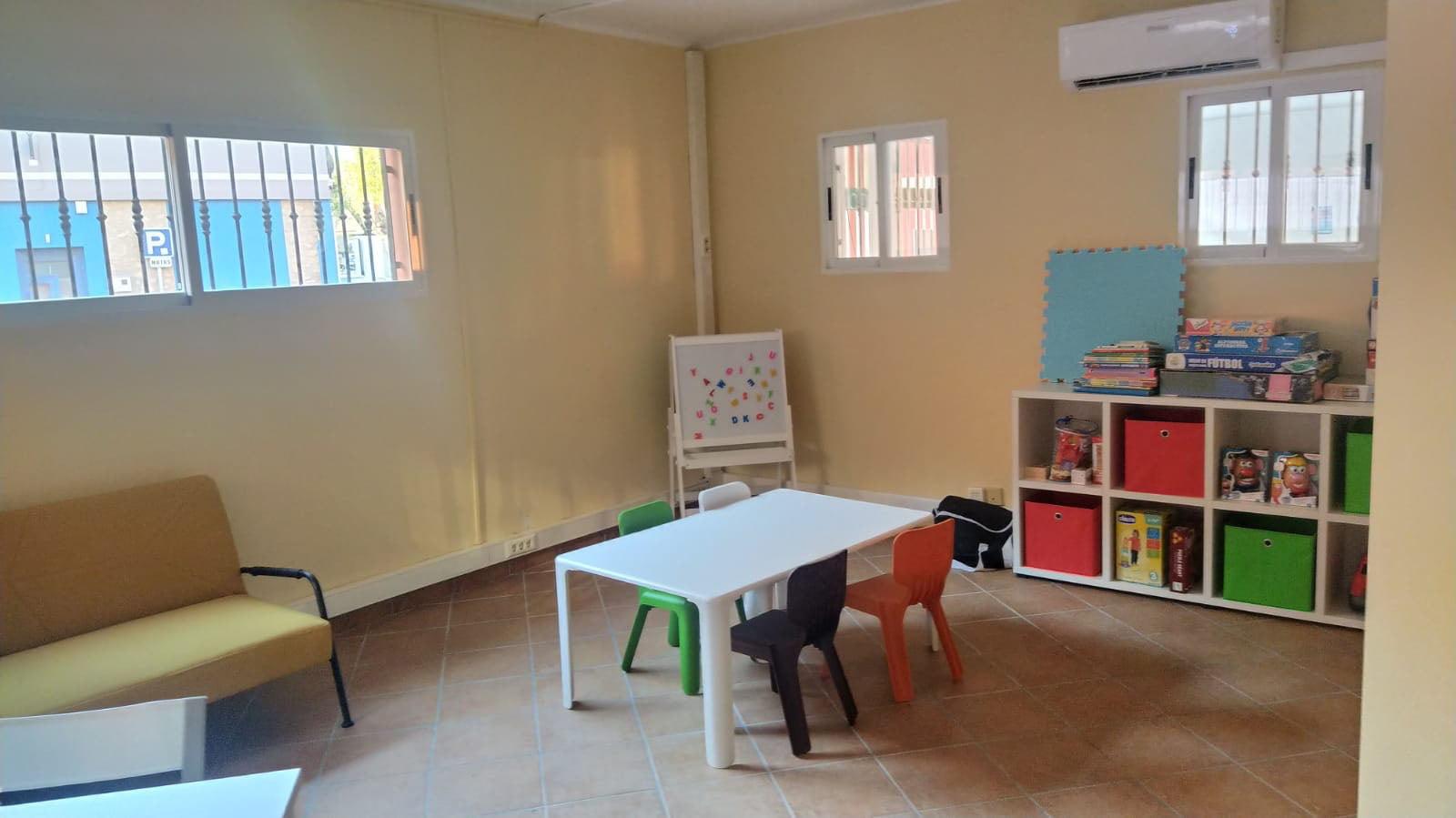 Interior del Punto de Encuentro Familiar de Dénia