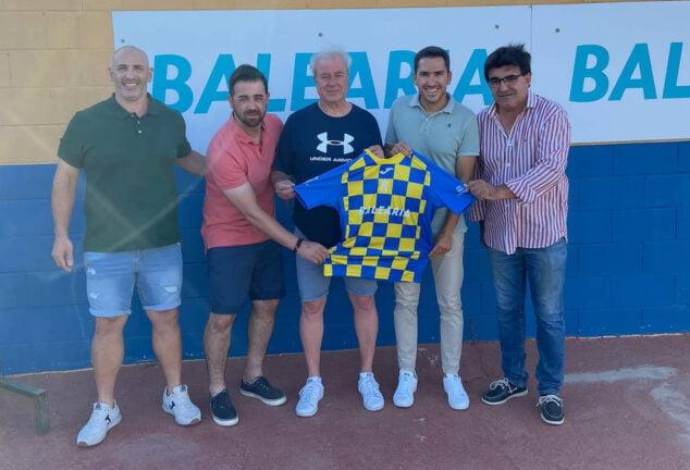 Imagen: Presentación de Pedro Perles como nuevo entrenador del CD Dénia
