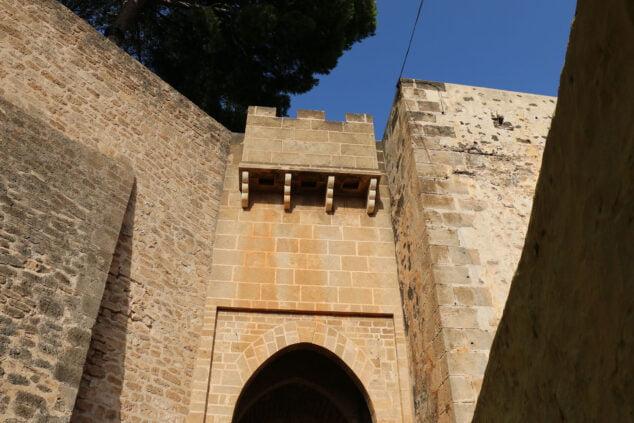 Imagen: Puerta del Castillo de Dénia