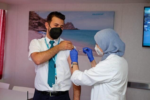 Imagen: Vacunación a personal de Baleària