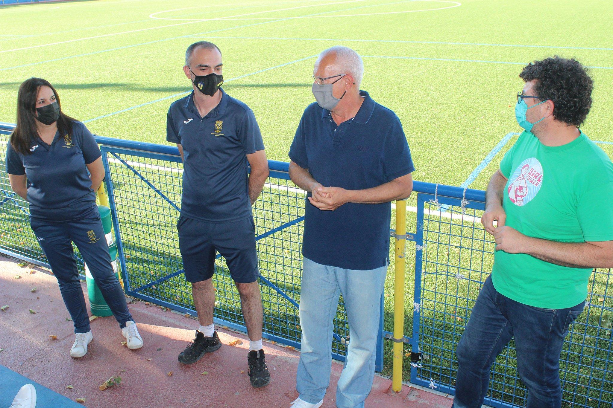 Vicent Grimalt y Raúl García de la Reina junto al cuerpo técnico