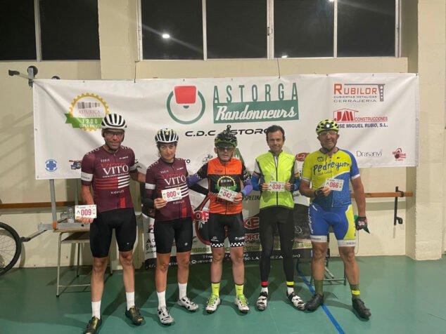 Imagen: Ciclistas de Dénia recorren 1.200km en Astorga