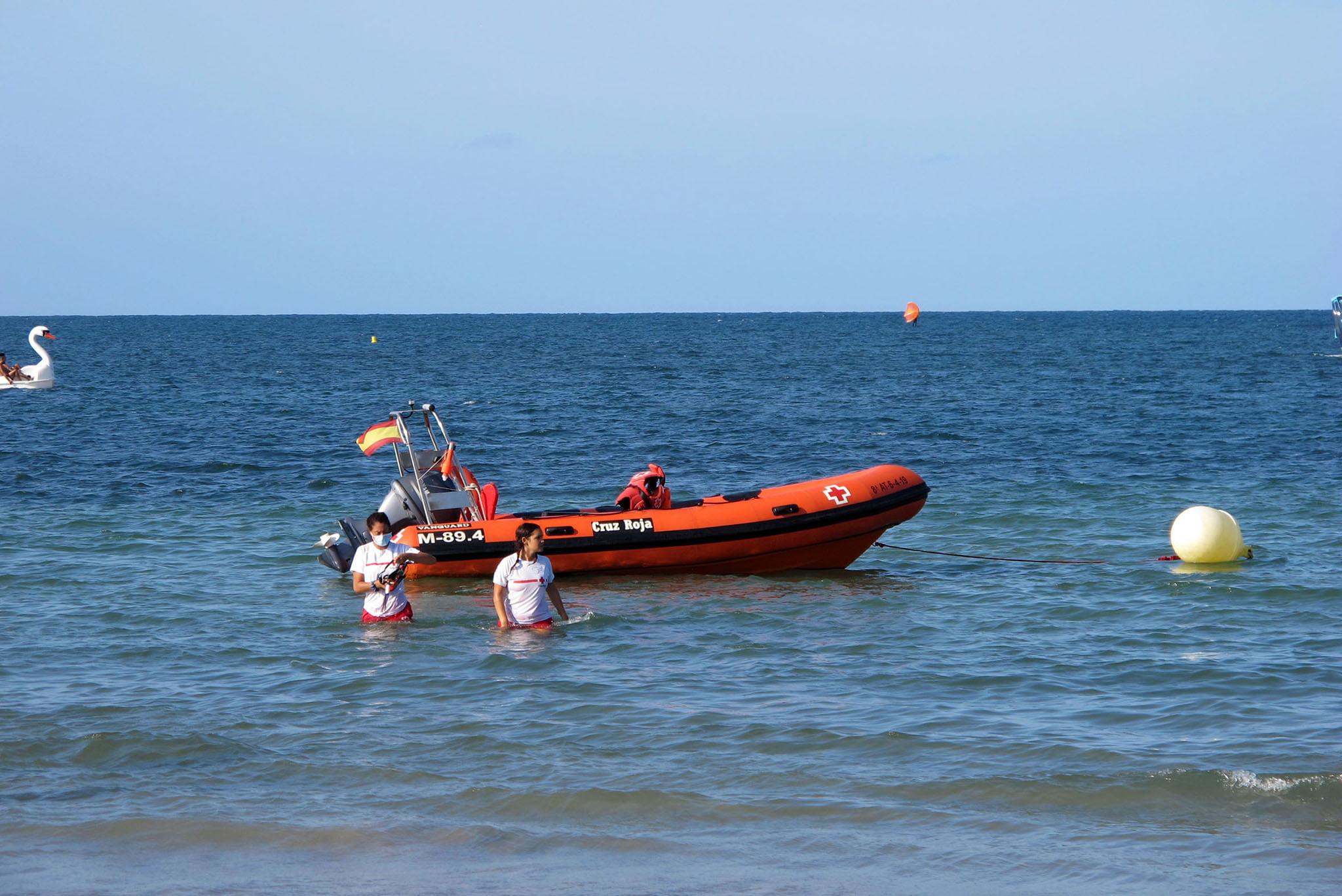 Embarcación de Cruz Roja en El Raset