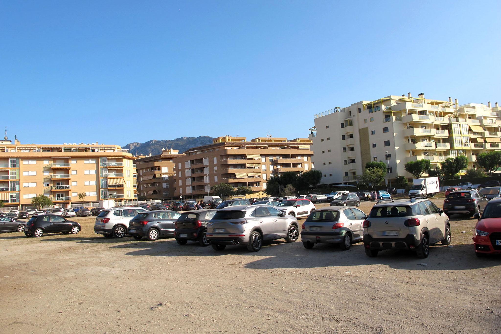 Parking público a pocos metros de la playa Punta del Raset