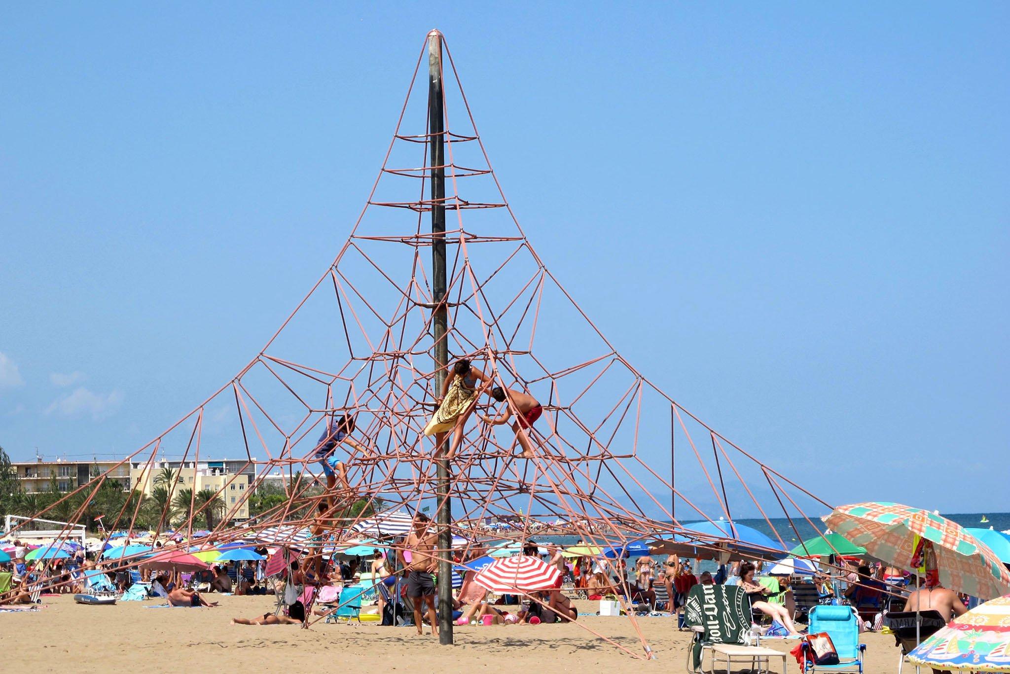 Pirámide elástica de la playa El Raset