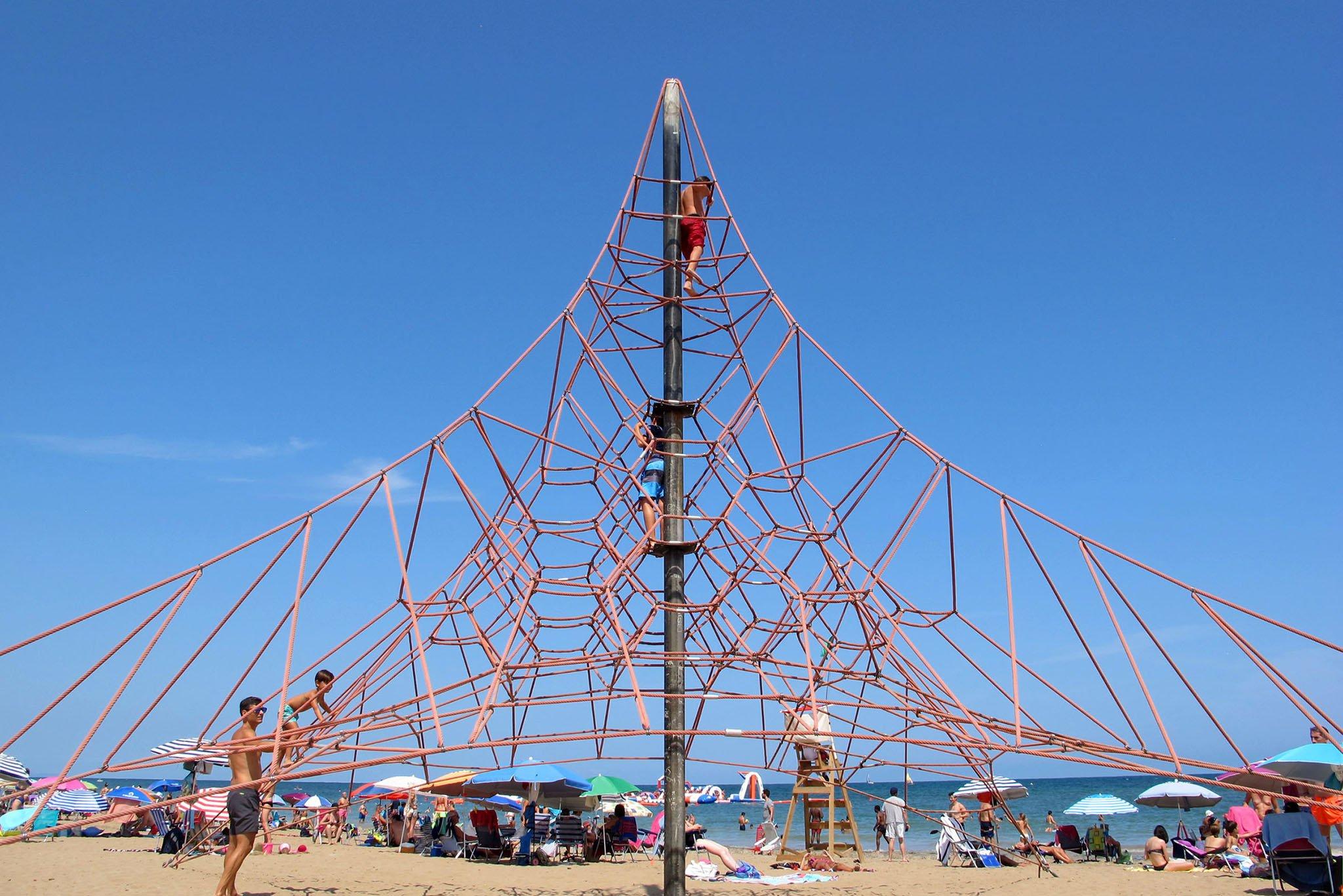 Pirámide elástica de la playa Punta del Raset