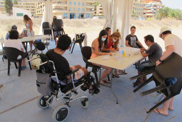Talleres para personas con diversidad funcional en la instalación de Punta del Raset