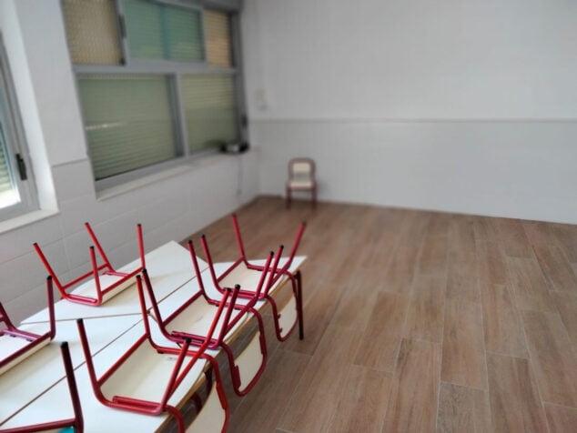 Imagen: Aula de un colegio de Dénia preparada para el nuevo curso escolar