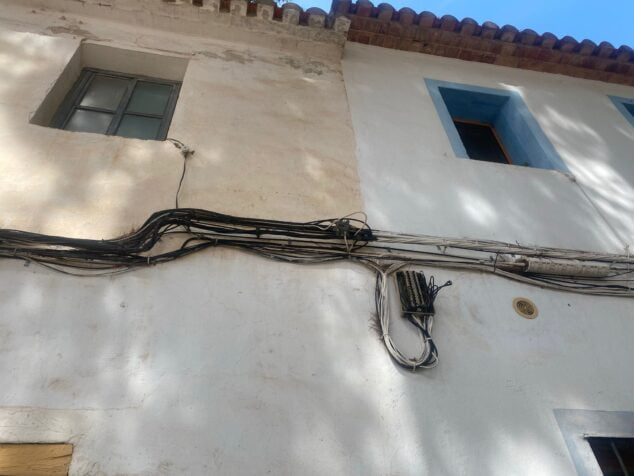 Imagen: Cableado antiestético en las fachadas