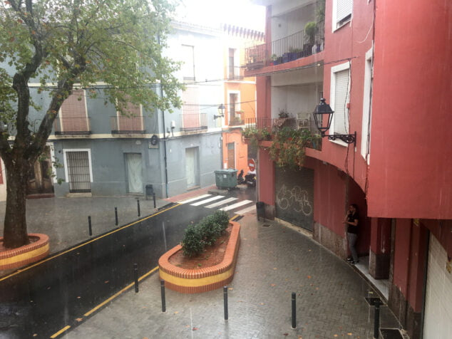 Imagen: Lluvia en la plaza Tenor Cortis