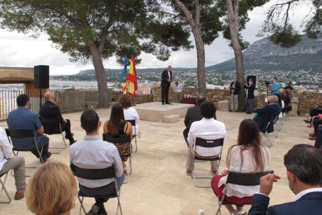 Imagen: Discurso del alcalde, Vicent Grimalt, durante el acto institucional del Nou d'Octubre