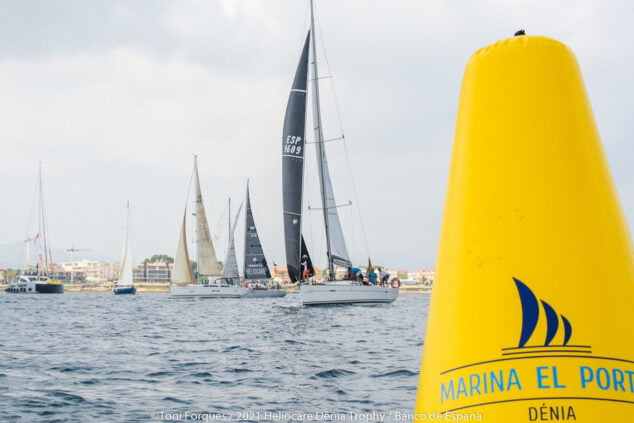 Imagen: Embarcaciones durante la regata del Club de Vela de Marina El Portet