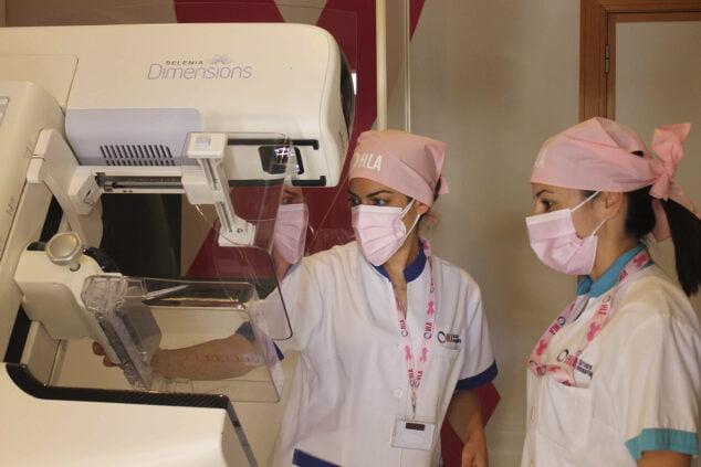 Imagen: Pruebas de mamografía y control del cáncer de mama en el Hospital San Carlos